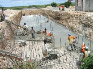 Beton storten voor het waterreservoir