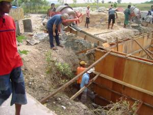 De bouw van het waterreservoir